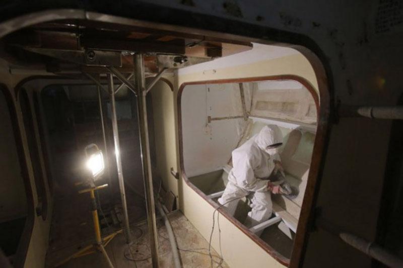 VIDUJE. Tikėtina, kad šiuo metu laivo viduje jau kitoks vaizdas nei remonto pradžioje.  Redakcijos archyvo nuotr.