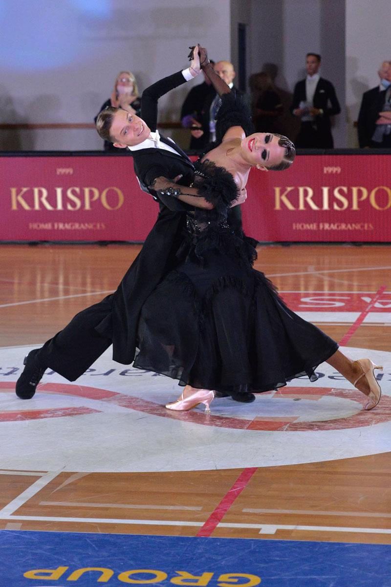 TALENTINGA PORA. Klaipėdietis Kipras Kūra net 15 kartų tapo Lietuvos čempionu. Šį savaitgalį Šiauliuose gali vėl iškovoti šį titulą ir kelialapį į pasaulio čempionatą. Jis Lietuvos čempionate šoks su porininke iš Vilniaus Elze Valiūnaite. Asmeninio archyvo nuotr.