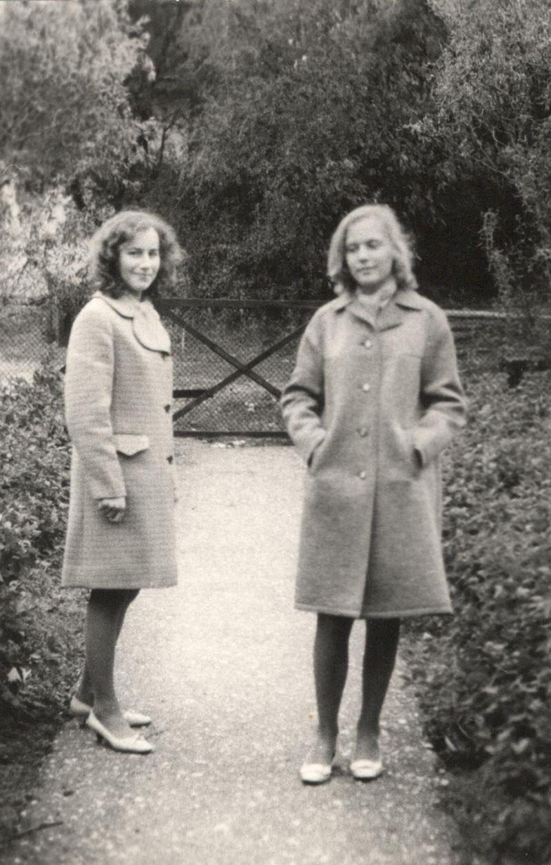 Nors buhalterių Donelų dukterys augo trise, bet draugių irgi reikėjo. Viena geriausių Loretos draugių buvo Marytė. Loretos Donelaitės - LAURINAITIENĖS archyvų nuotr.